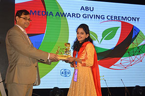 Ankhi-Palit-receives-award-front